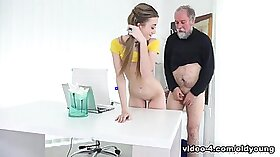 Hot Masseuse Milliey sucks off the big white cock toothy