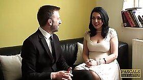 Crossdresser plumper is very good at spanking chicks