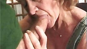 Amateur granny tugging for double cash